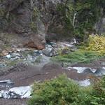 雪塊、滝、エメラルドグリーン