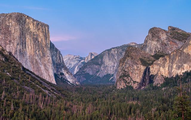 La vallée de Yosemite vue depuis Tunnel View