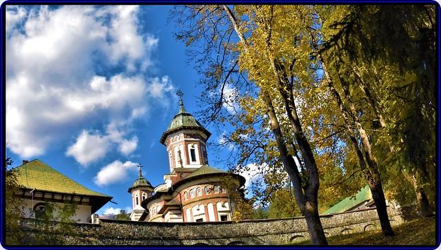 Autumn at Sinaia monastery (1)