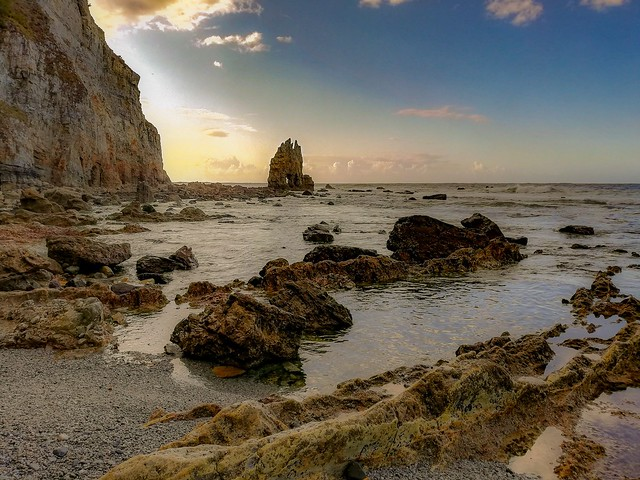 Atardecer entre las rocas