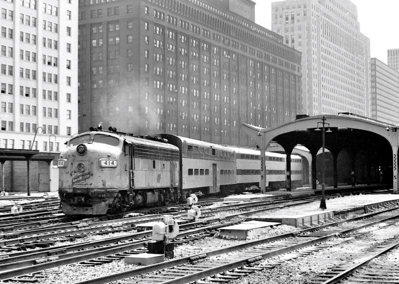 CNW 414 (1949 EMD F7A) @ Chicago, Il (1981)