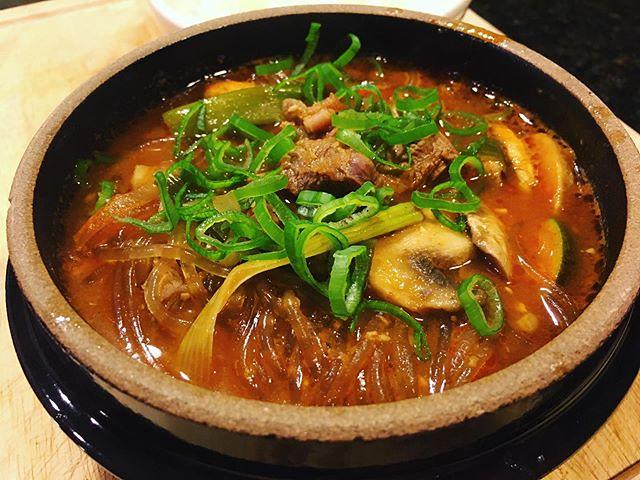 Hangover cure. Misc jjigae (beef shank, onion, scallion, zucchini, mushroom, garlic, gochujang, doenjang, dangmyeon). 🍲😴