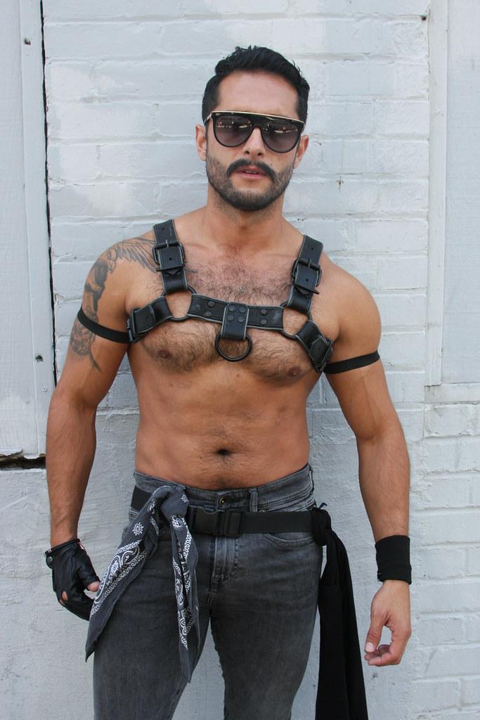 HOT DAMN MUSCLE LEATHER MAN ! ~ FOLSOM STREET FAIR 2019 ! ( safe photo ) (50+ faves)
