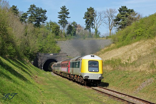 HST Prototype No 41001 screaming out of East Leake Tunnel