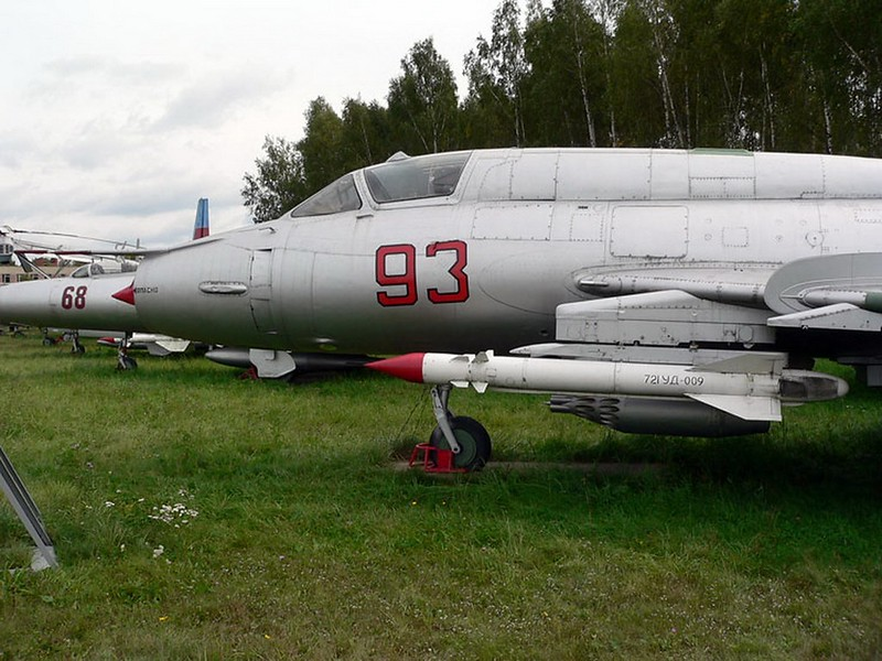 Sukhoi Su-17M3 1