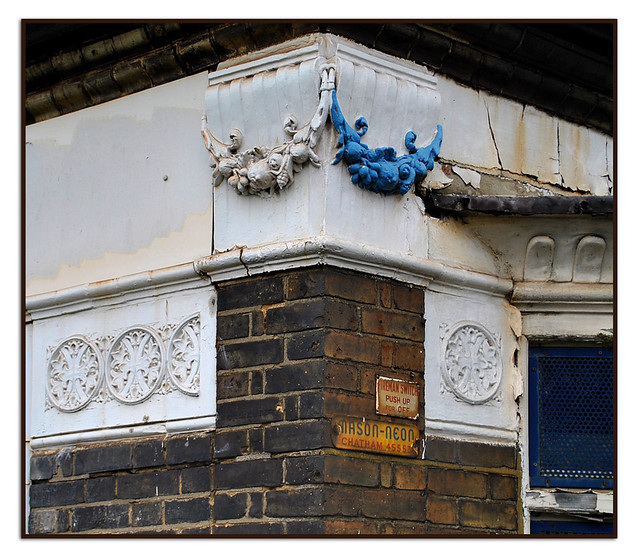 ARCHITECTURAL DETAILS & SIGNS