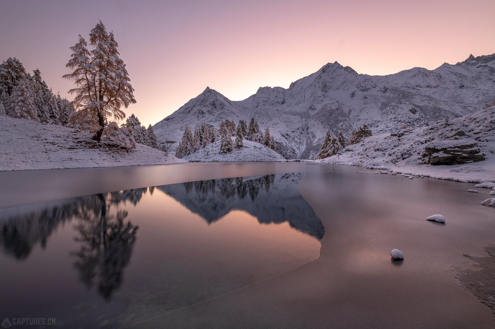 Dawn colors in the snow - Lac bleu