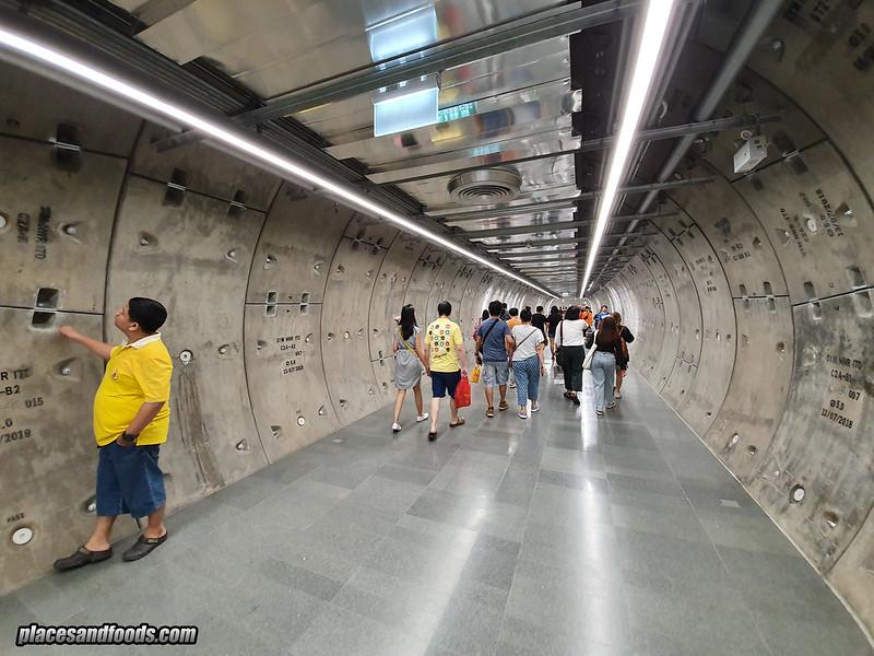 samyan mitrtown bangkok tunnel admiring