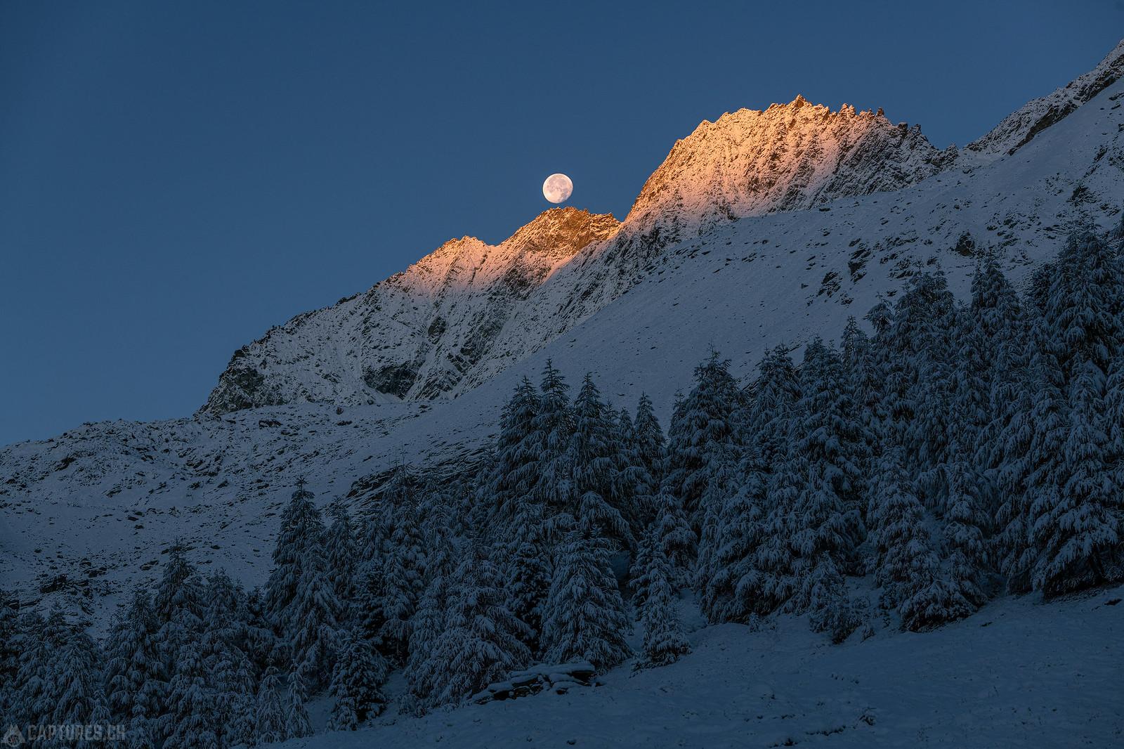 Moon setting at sunrise - Lac bleu