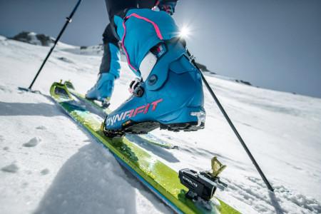 Test skialpových vázání: srovnání typů stoupacích vázání