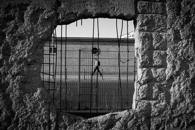 A través del muro de Berlín