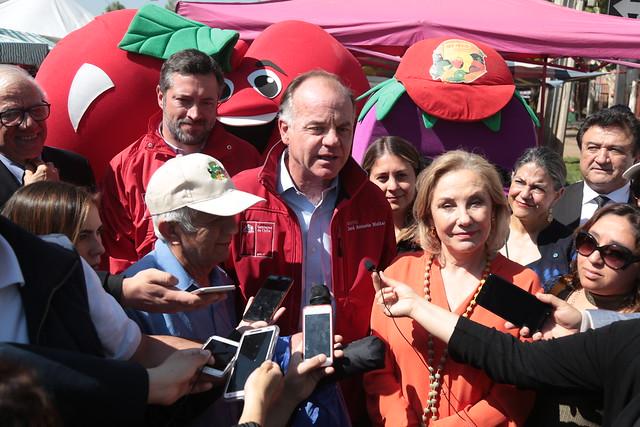 Ministro Walker participa en Celebración del Día de las frutas y verduras.