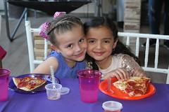 Ana Paola celebra entre amigas