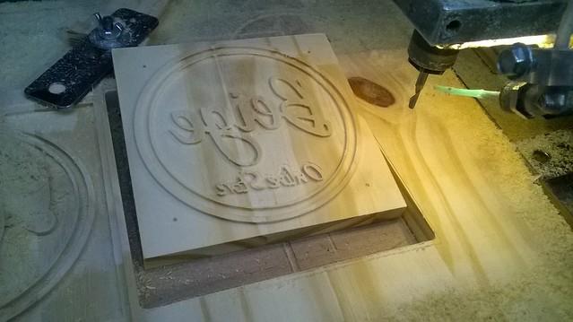 sello en madera pino 01
