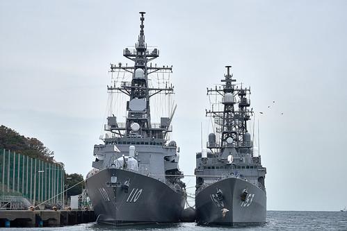 護衛艦たかなみと護衛艦ゆうぎり