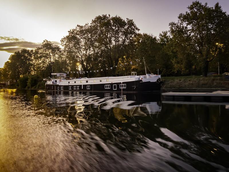 Le long du canal... + recadrage. 48939974426_1676703d7b_c