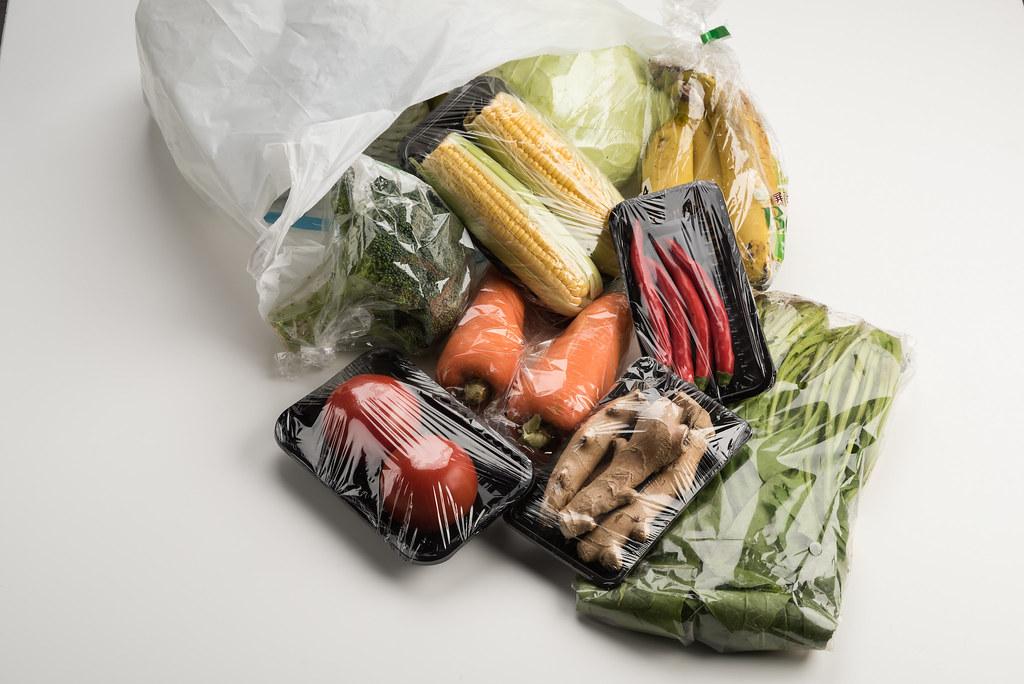 綠色和平呼籲超市應提出減塑計畫。綠色和平提供