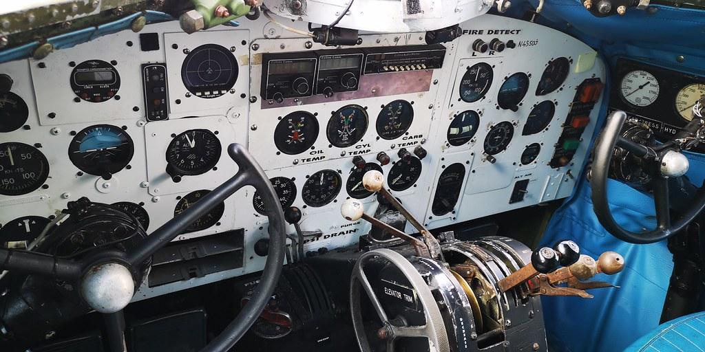 кабина DC-3