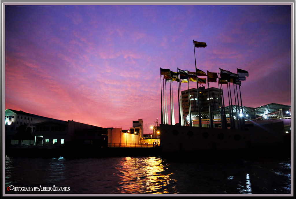 MARAVILLOSO ATARDECER. WONDERFUL SUNSET. GUAYAQUIL - ECUADOR.