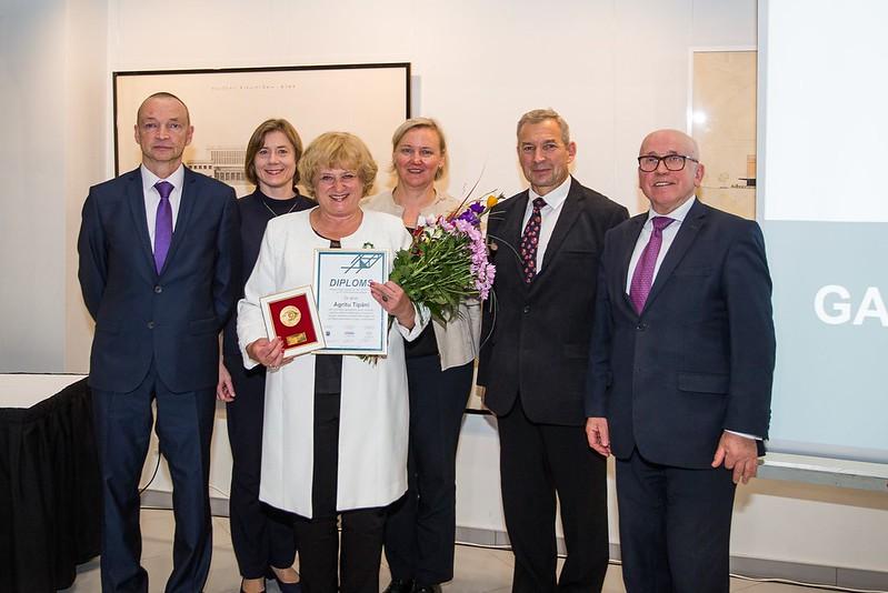Arhitektūras fakultātes docente Agrita Tipāne saņem «ITERA Latvija» balvu