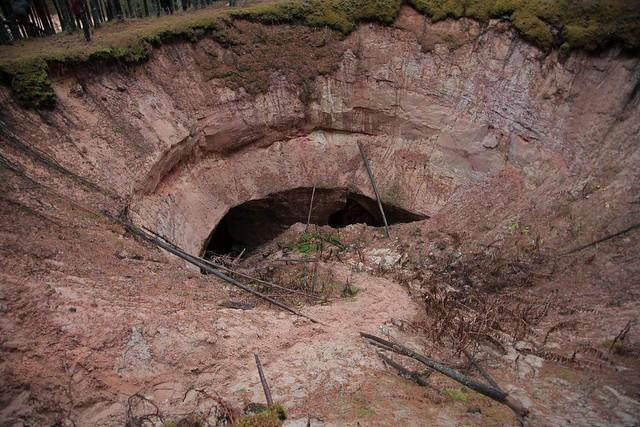 Liivakaevanduse varinguauk / Sinkhole in sand mine, Estonia