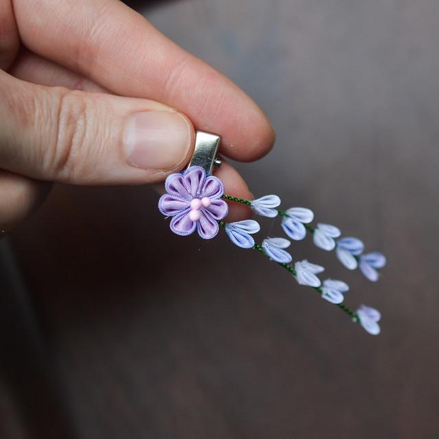 Wisteria: purple silk flowers. Handmade silk kanzashi.