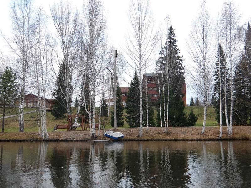 Кедровка Спа - Пруд с видом на главное здание