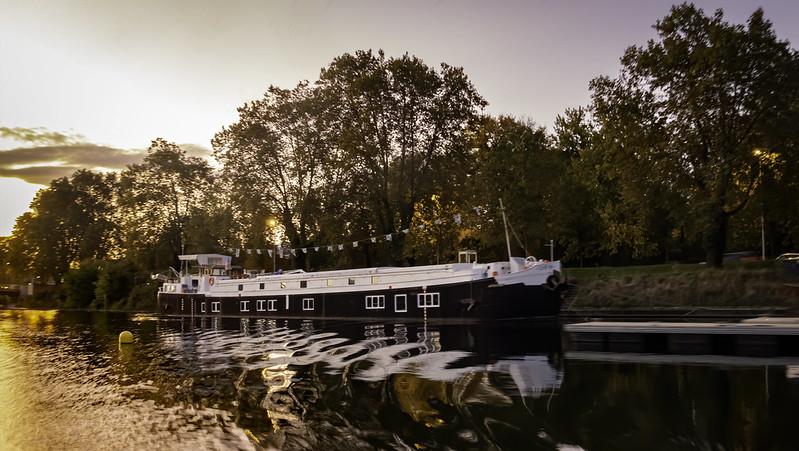 Le long du canal... + recadrage. 48942122293_b784db552c_c