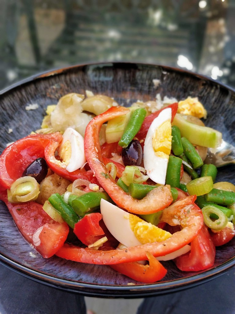 Salade nicoise in a bowl