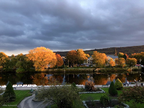 mikeashworthcollection otley leeds westyorkshire autumn autumnal light striking sunset endoftheday riverwharfe trees fall leaves colour reflection urbannature landscape weather