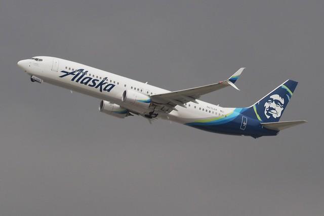 737-990ER  N215AK