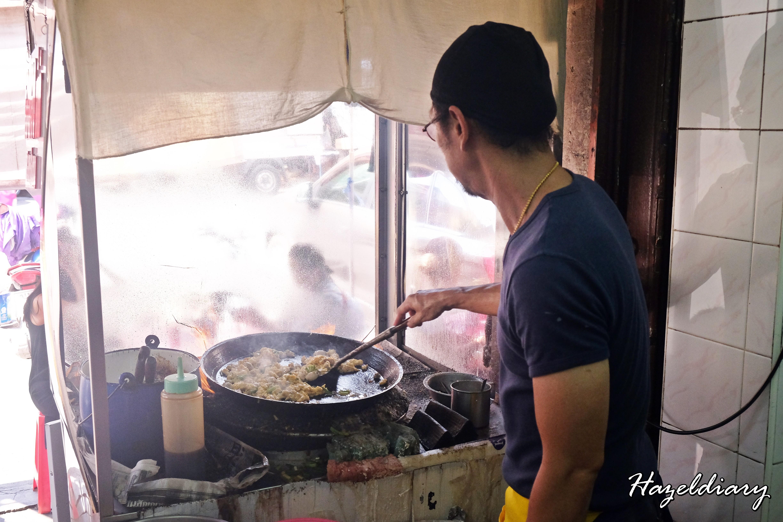 [BKK EATS] Nai Mong Hoi Thod – Bangkok Famous Crispy Thai Oyster Omelette (นายหมงหอยทอด)