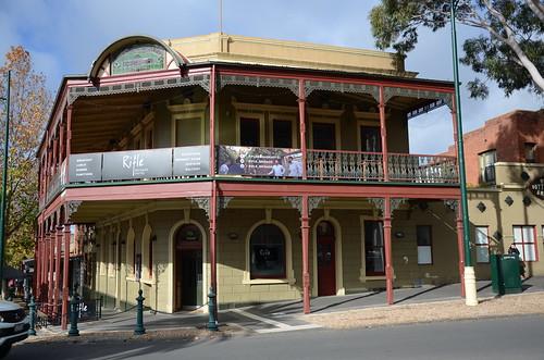 pub hotel bendigo victoria australia architecture theriflebrigadehotel