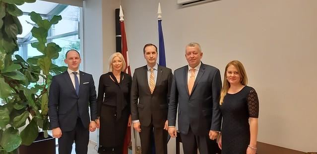 Vēstnieks M. Riekstiņš tiekas ar Latvijas VID Muitas pārvaldes vadību.