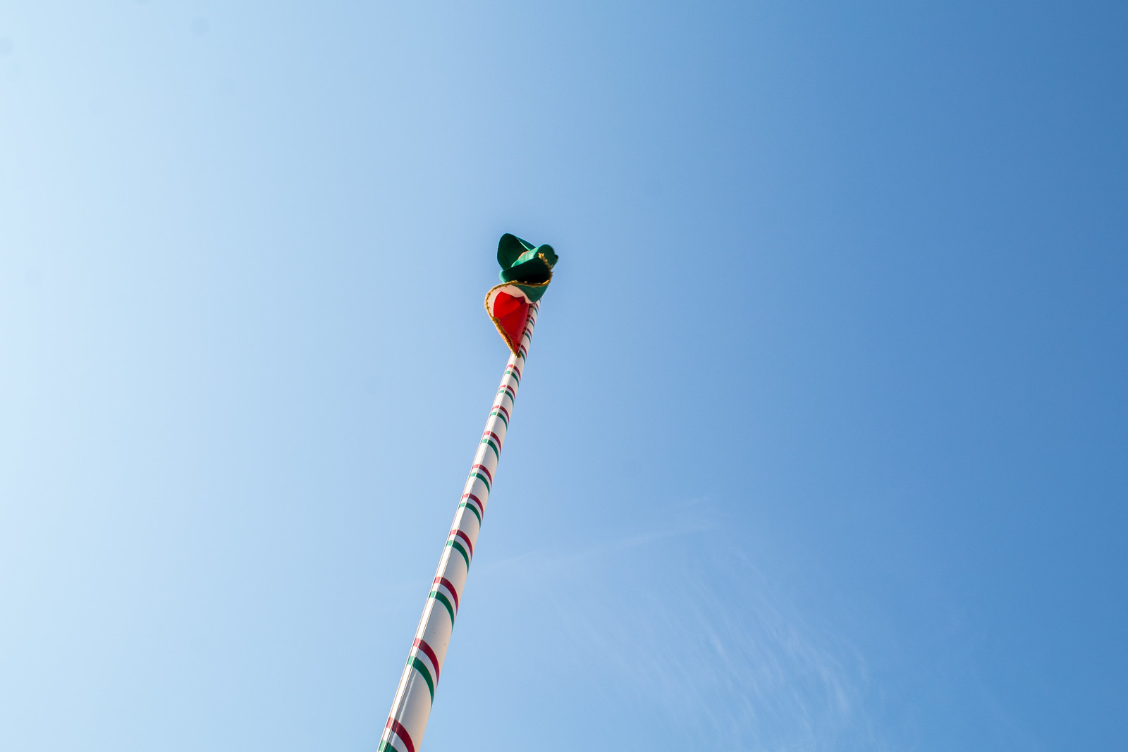 Felvontak egy zászlót a városháza előtt