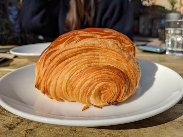 Pixel 4 croissant