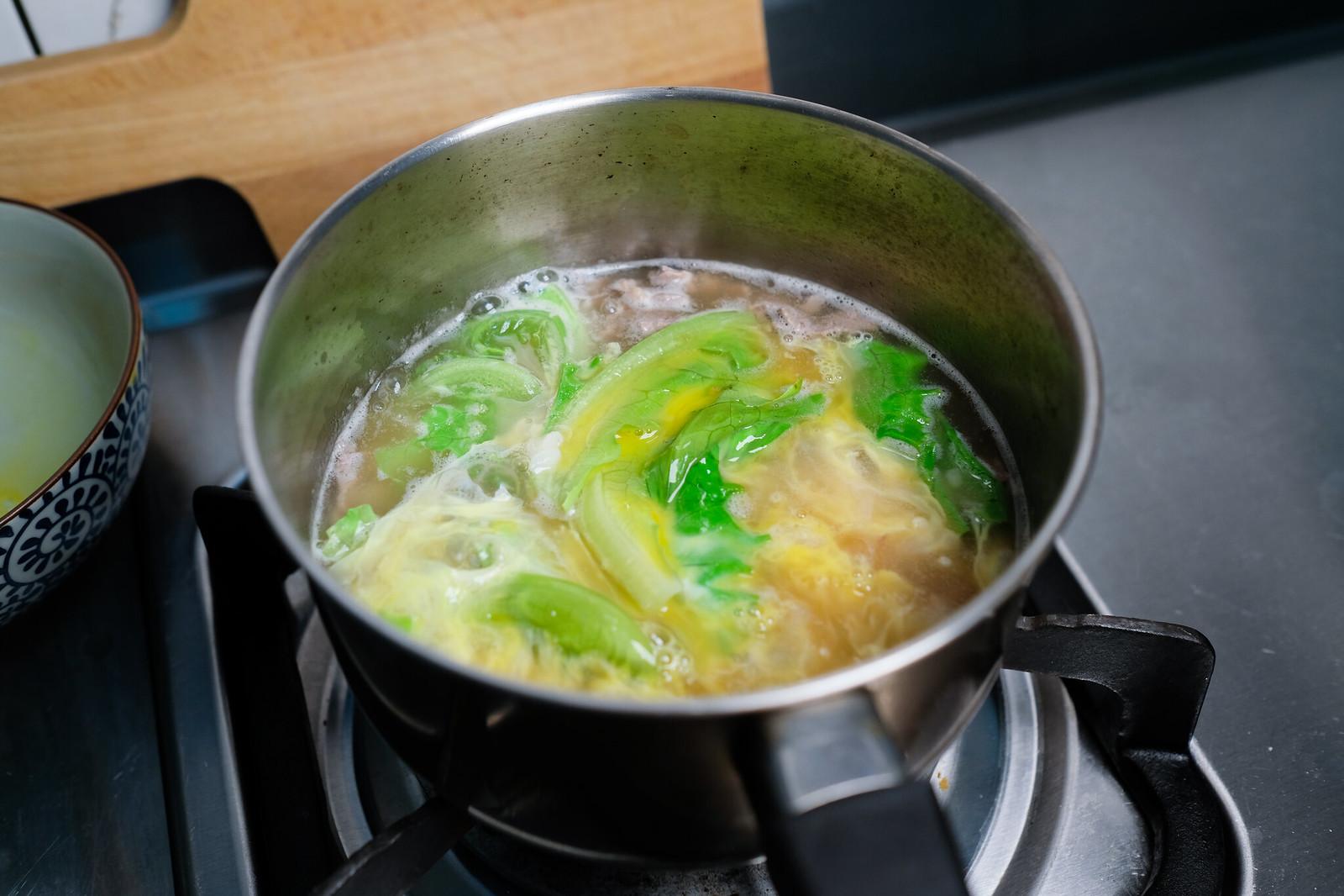 老協珍熬湯粥-牛肉蔬菜滑蛋-最後熬煮