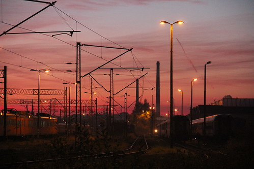wrocław poland polska railroad railway rail pkp yard wrocławgłówny tracks buildings trains passenger sunrise dawn sky colors picturesque dolnośląskie dolnyśląsk lowersilesia canon canoneos550d canonefs18135mmf3556is