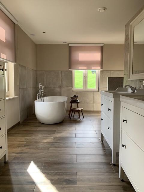 Badkamer gordijnen ovaal bad boerderij landelijk