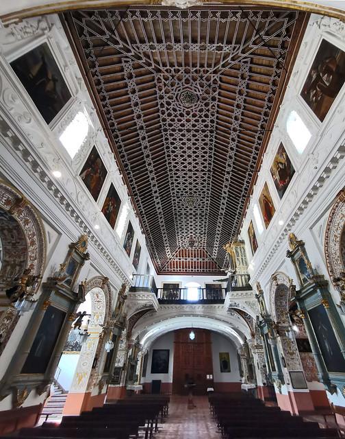 nave central y techo artesonado mudejar interior Iglesia del Carmen Antequera Malaga 02