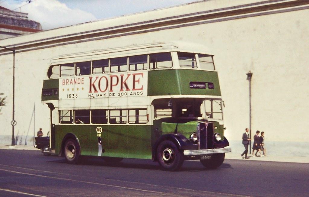 Carris: n.º 286 com brande Kopke, Alcântara (© L. Murphy, apud Chris Evans, 1967)