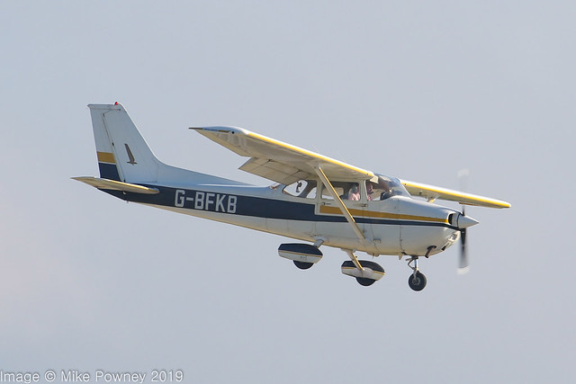 G-BFKB - 1977 Reims built Cessna F172N Skyhawk, on approach to Runway 22 at Hawarden for a touch & go