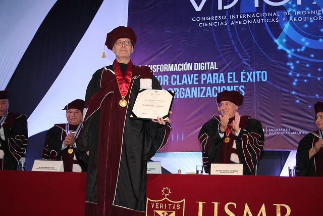 Universidad de San Martín de Porres entregó distinción de Doctor Honoris Causa al Arq. Luis De Garrido Talavera