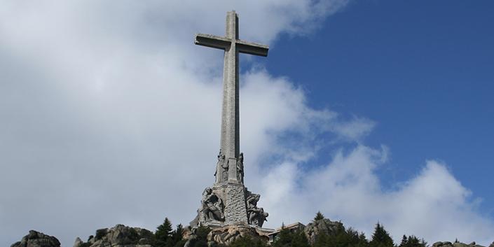 La obsesión insaciable del PSOE: TVE fantasea ya con derribar la Cruz del Valle de los Caídos