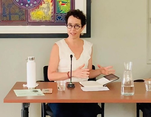 "Gabriela Polit during the presentation of her book ""Unwanted Witnesses"". (Photo: Teresa Mioli/Knight Center)"