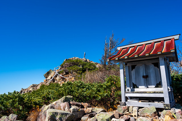 女峰神社と山頂