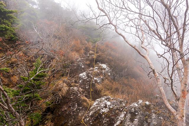 赤薙山手前の岩の斜面・・・慎重に