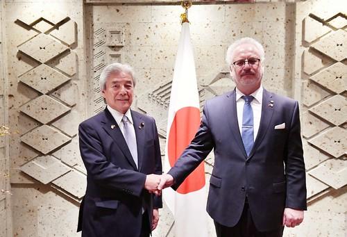 24.10.2019. Valsts prezidents Egils Levits tiekas ar Japānas–Latvijas Parlamentārās sadraudzības grupas priekšsēdētāju V. E. Hirofumi Nakasoni