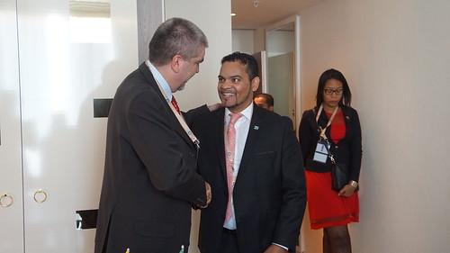 Viceministro para África, Yuri Pimentel se reunió con Alvin Botes, viceministro de Relaciones Internacionales y Cooperación de Sudáfrica  para revisar la agenda de cooperación bilateral, en el marco de  @MNOAL_NAM  y la solidaridad entre ambos pueblos.