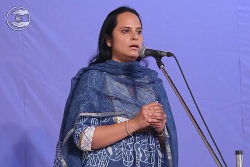 Neetu Sachdeva Ji presented Geet, Faridabad HR